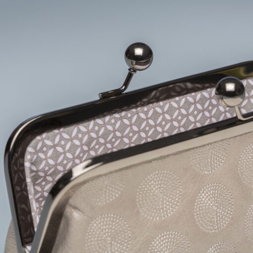 oolong-clutch-grey-interior
